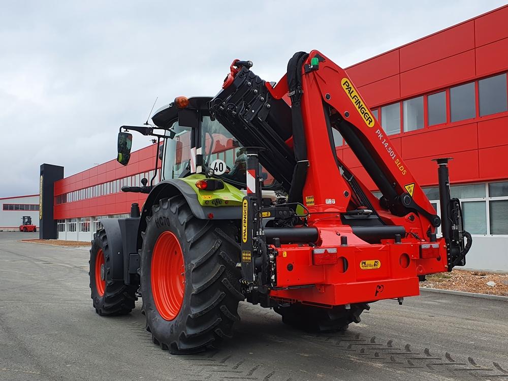 traktor sa palfinger dizalicom