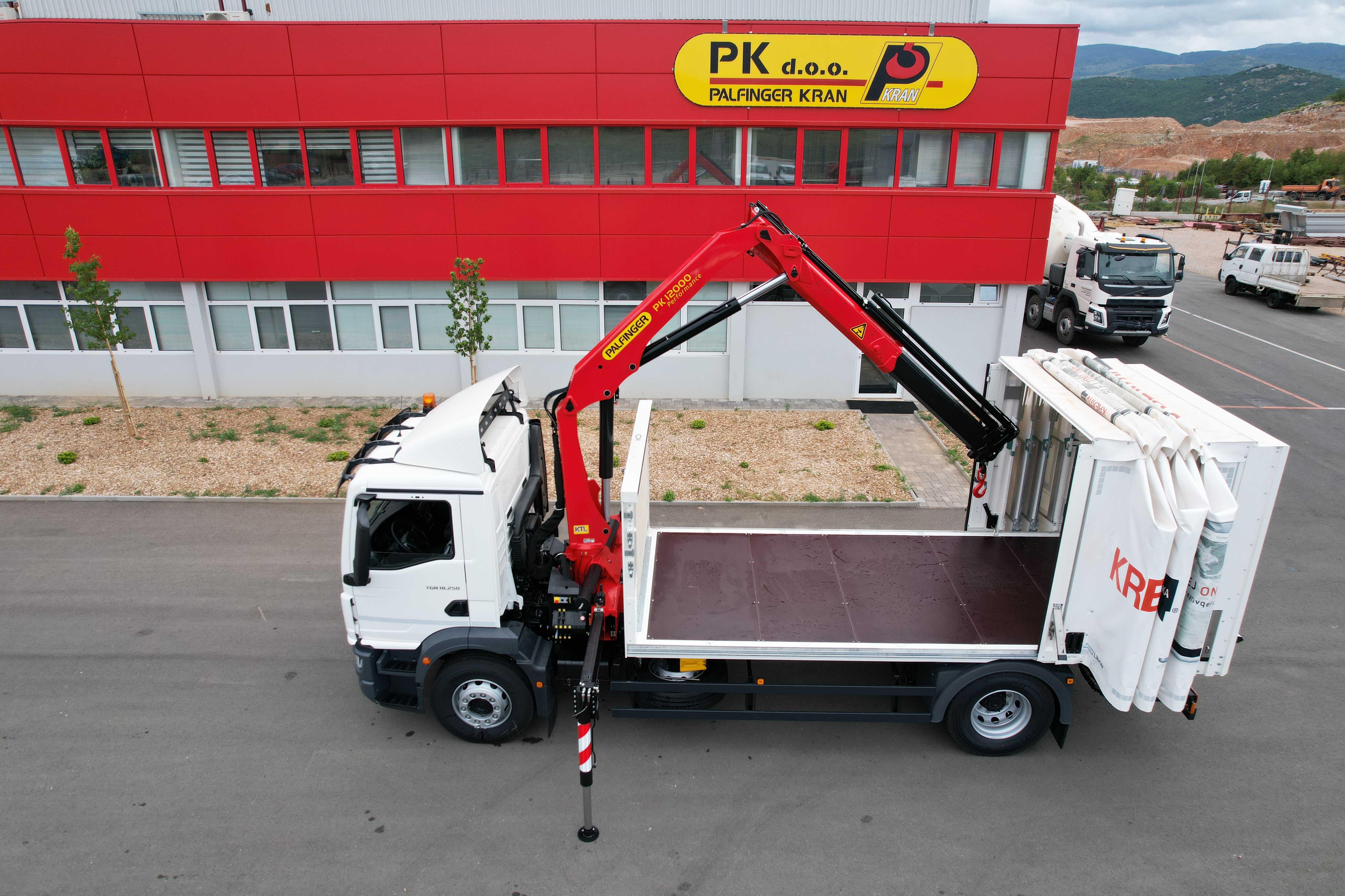 kamion-dizalica-Palfinger-sanduk-cerada_3